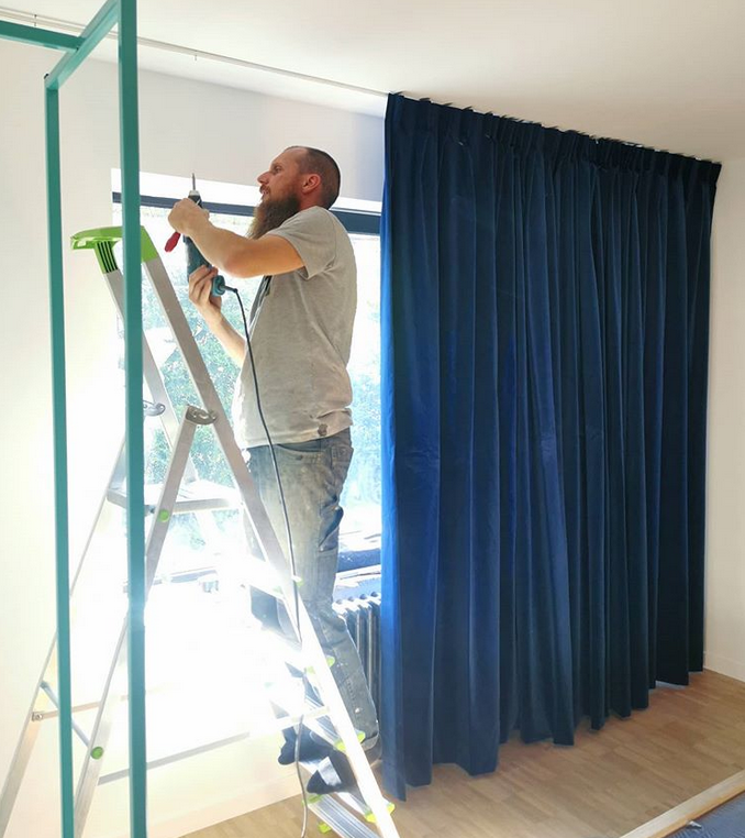 hanging the blue velvet curtains